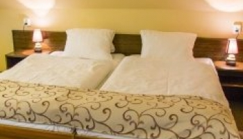 Hotelový pokoj v Mesitu