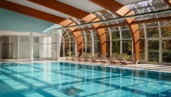 Karlovy Vary - bazén ve wellness hotelu